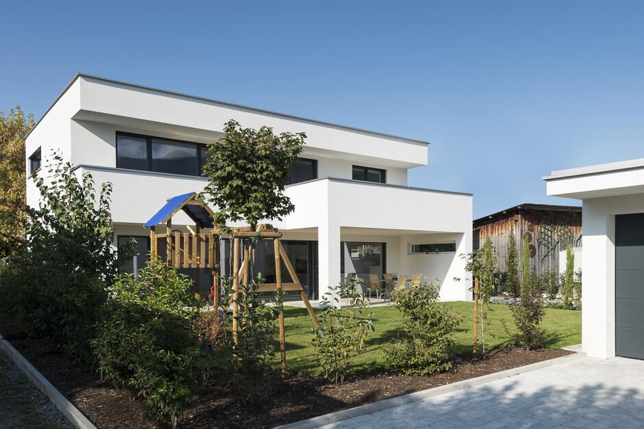Einfamilienhaus flachdach berdachte terrasse for Einfamilienhaus architektur modern