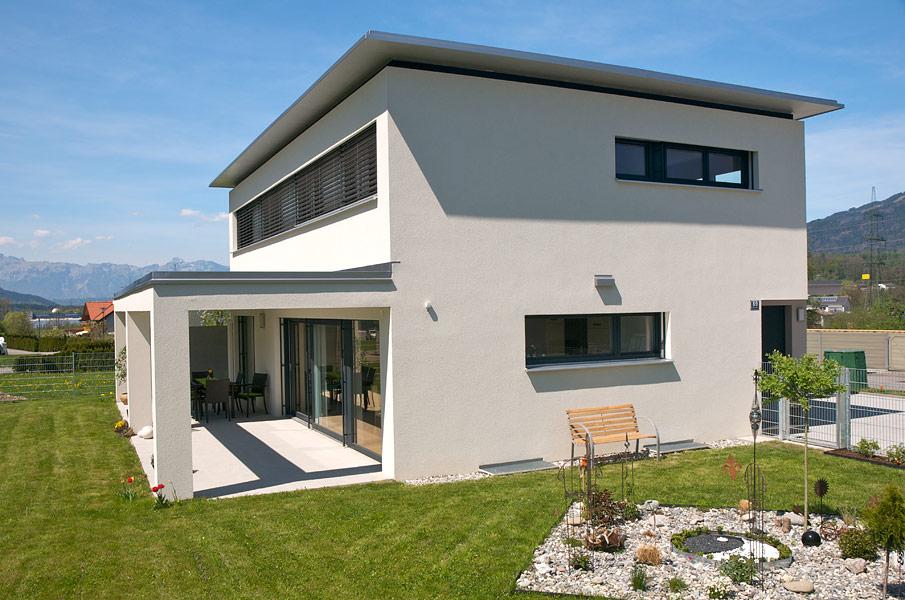 Einfamilienhaus nenzing flachdach mit vordach for Einfamilienhaus mit flachdach
