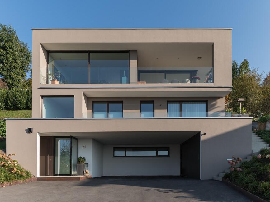 einfamilienhaus hanghaus modern edelstahlpool luxushaus mit pool luxushaus im hang bauen. Black Bedroom Furniture Sets. Home Design Ideas