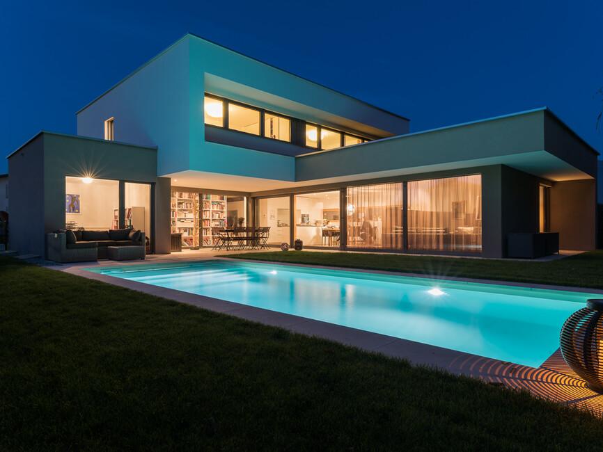 Einfamilienhaus #Flachdach #Überdachte Terrasse #Massivbau # L-Form ...