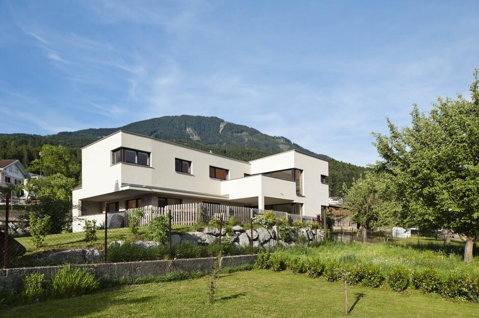 Modernes einfamilienhaus satteins massivbau moderne for Einfamilienhaus l form