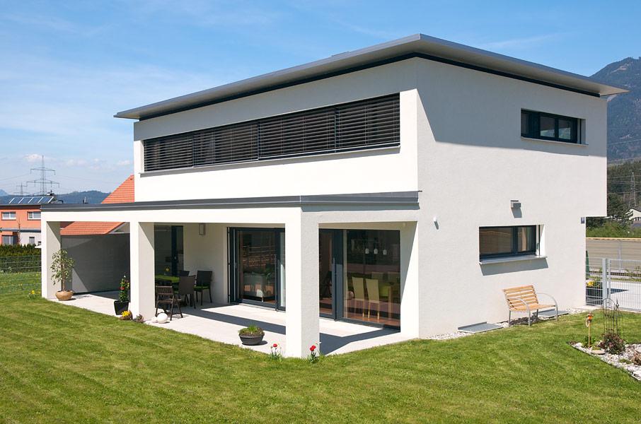 Einfamilienhaus nenzing flachdach mit vordach for Einfamilienhaus l form